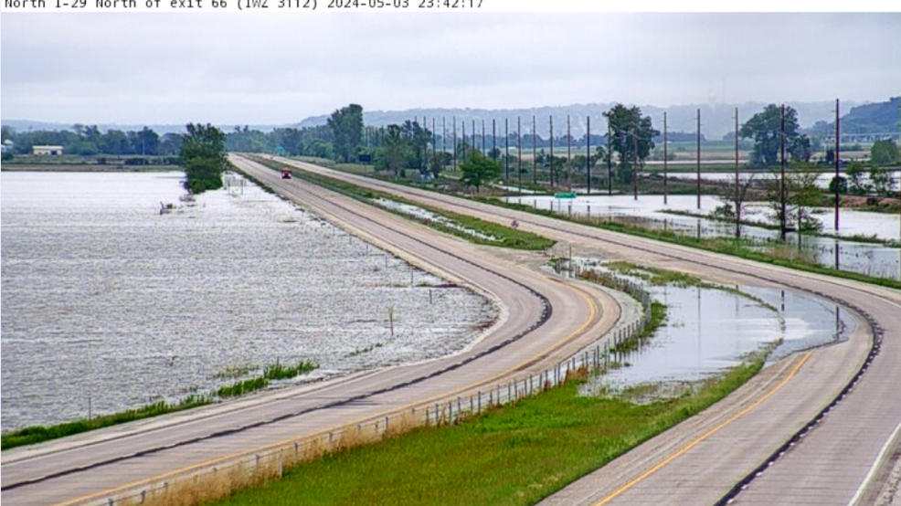 I-29 closed between Crescent and Loveland due to flooding | KMEG